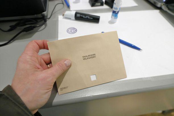 Eduskuntavaalien ennakkoäänestys meni useassa paikassa mönkään tänä vuonna. Osa äänestäjistä käännytettiin pois äänestyspaikalta vaalilain vastaisesti. Kuvituskuva.
