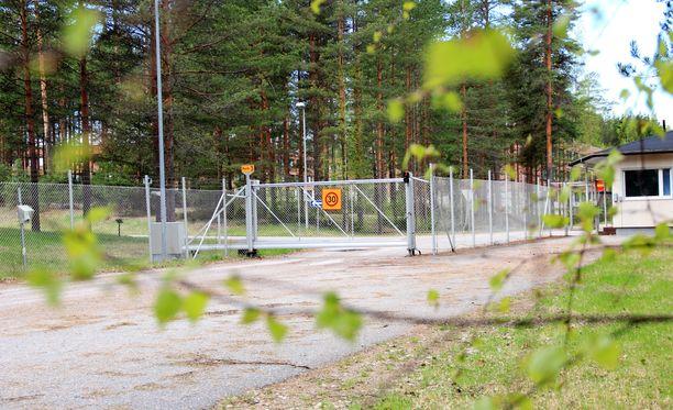NxtVn Jämsä Oy osti Hallin varuskunnan Senaatti-kiinteistöiltä syyskuussa 2015. Alueelle kaavaillaan jättimäistä datapuistoa.