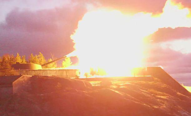 Obuhov-kaksoistykillä ammutut vesilaukaukset aiheuttavat vaikuttavat tulenlieskat.