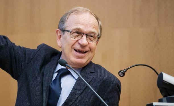 Suomen Pankin pääjohtaja Erkki Liikanen uskoo talouskasvun jatkuvan.
