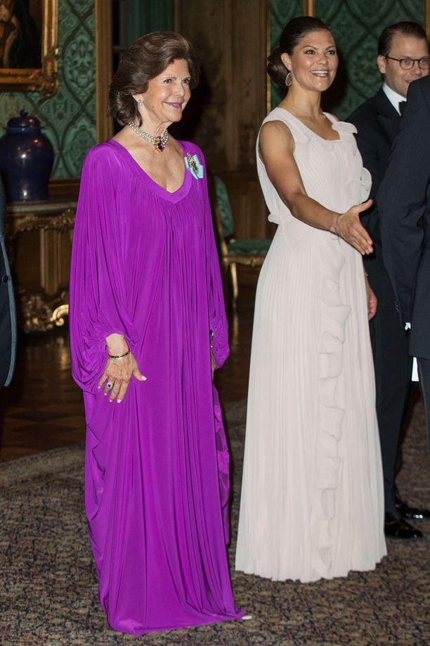 Silvia ja Victoria keräsivät huomion elegansseillaan.