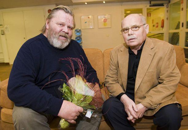 Viimeisessä Ere Kokkosesta otetussa kuvassa ohjaaja on yhdessä Vesa-Matti Loirin kanssa.