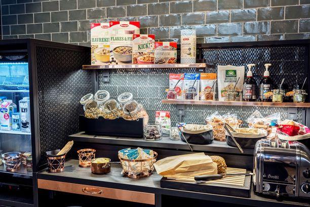 Hilton-hotelleissa on otettu käyttöön uusi terveellinen aamiaiskonsepti, jossa on panostettu kotimaiseen ruokaan. Uudesta aamiaispöydästä löytyy myös erilaisia superfoodeja.