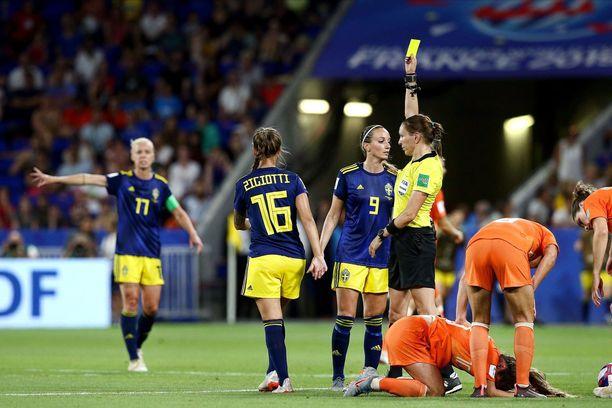 Marie-Soleil Beaudoin jakoi keskiviikon välierässä kolme keltaista korttia.