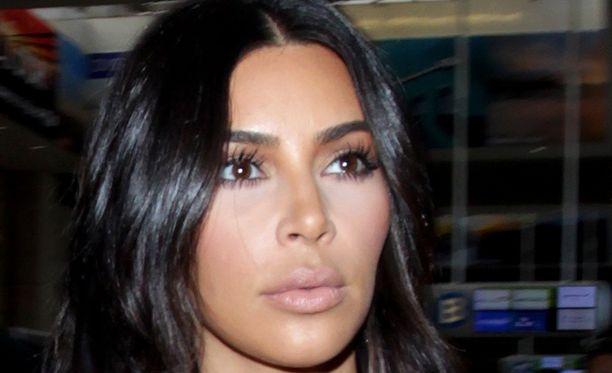 Kim Kardashian kertoo, että laihtumisen taustalla on kovan treenin lisäksi tiukka dieetti.