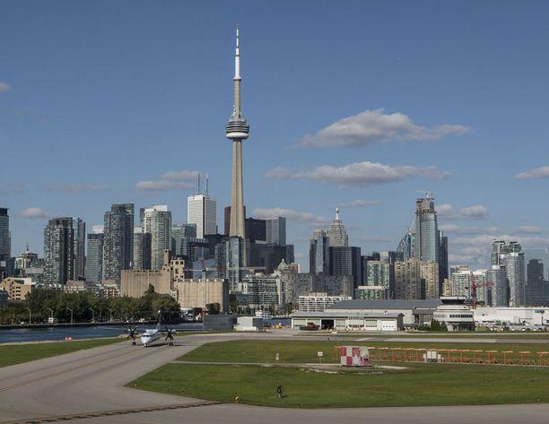 Toronton lentokentältä ei ole matka eikä mikään itse kaupunkiin.