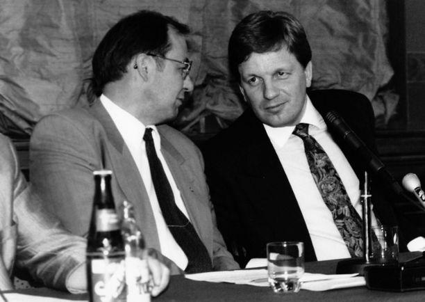 90-luvun lamavuosien johtokaksikko: Iiro Viinanen ja Esko Aho.