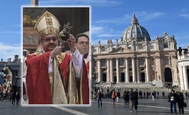 Napolin kardinaali Crescenzio Sepe on välittänyt Vatikaanin listan 40 papista ja katolisen kirkon työntekijästä, joita miesseuralainen syyttää aktiivisesta homoseksuaalisesta toiminnasta.