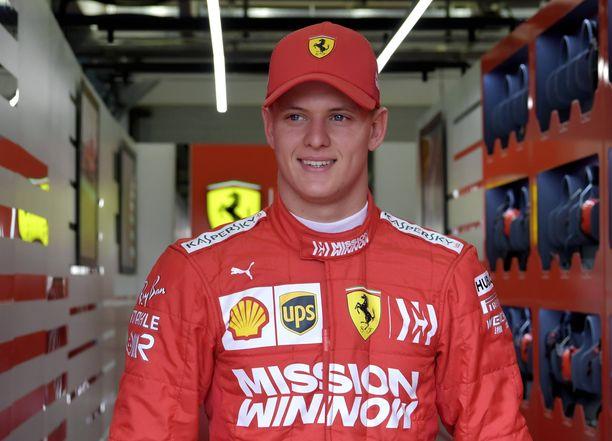 Mick Schumacher debytoi Ferrarin F1-auton ratissa tiistaina.