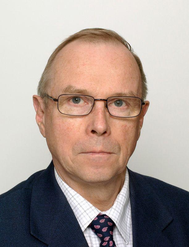 Dosentti Pekka Visuri avusti Koivistoa kirjoitustyössä 10 vuoden ajan.