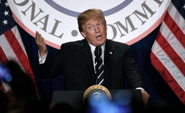 Yhdysvalloissa Donald Trump on poistanut kohutun FBI-muistion salaisuusluokituksen.