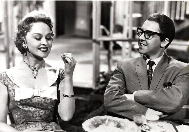 Pentti Siimes ja Marjatta Kallio Vihdoinkin hääyö -elokuvassa vuonna 1957.