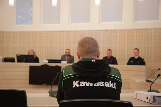 Muun muassa kuolemantuottamuksista syytetty nuori mies astui oikeuden eteen tällä viikolla Raaseporissa.