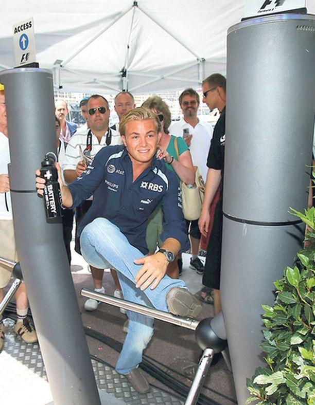 Nico Rosbergille povataan ruusuista tulevaisuutta F1-luokassa. Asiantuntijat asettavat Nico Rosbergin samalle viivalle Lewis Hamiltonin kanssa.