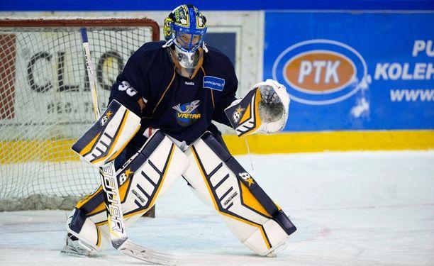 Noora Räty pelaa ensimmäistä Mestis-kauttaan Kiekko-Vantaassa.