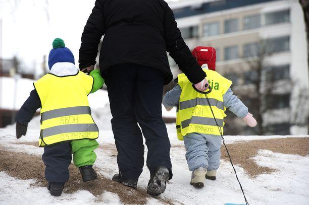 Lapsikato yhdessä ikääntyvän väestön kanssa aiheuttaa kovia paineita Suomen talousjärjestelmälle.