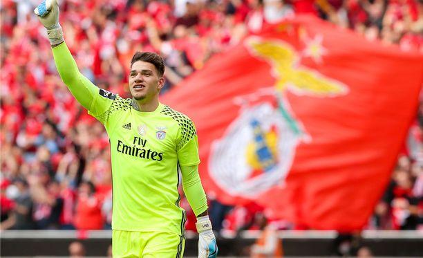 Ederson edusti ennen huhuttua City-siirtoa portugalilaista Benficaa.