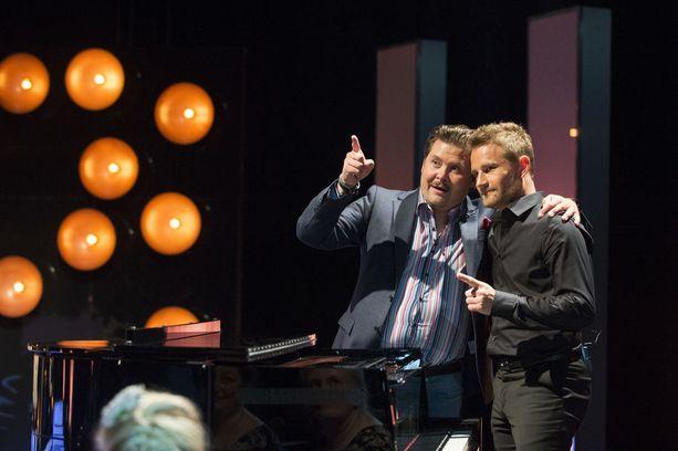 Uuden ajan Kari Salmelainen ja Kaj Wessman, eli Janne Kataja ja Lenni-Kalle Taipale naurattavat yleisöä.