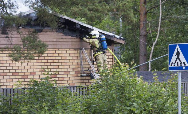 Omakotitalo syttyi palamaan maanantaina Kotkassa.