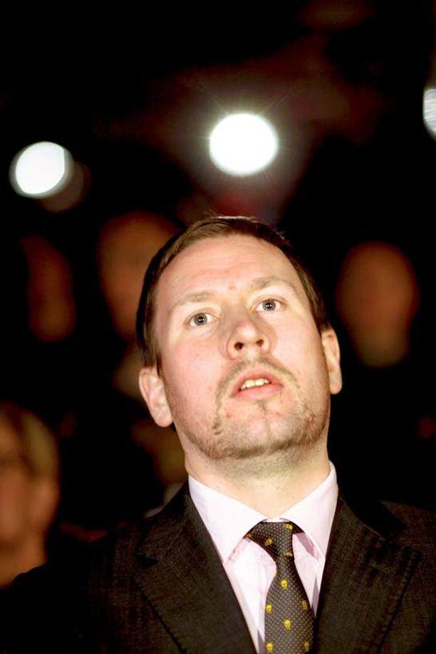 Kulttuuriministeriö selvittää poliittisten nuorisojärjestöjen jäsenmäärät. Mm. demarien väitetään väärentäneen niitä. Paavo Arhinmäki johti itse Vasemmistonuoria 2001–05.