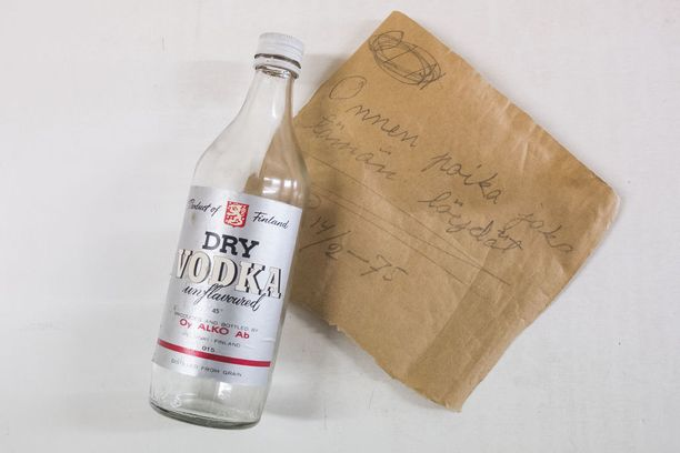 Paavo Jokipiin kirjoittama viesti säilyi yli 40 vuotta pullossa luhtitalon seinärakenteissa.