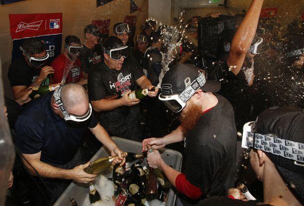 Boston Red Soxin mestaruusjuhlissa kului satojen tuhansien dollarien edestä alkoholia.