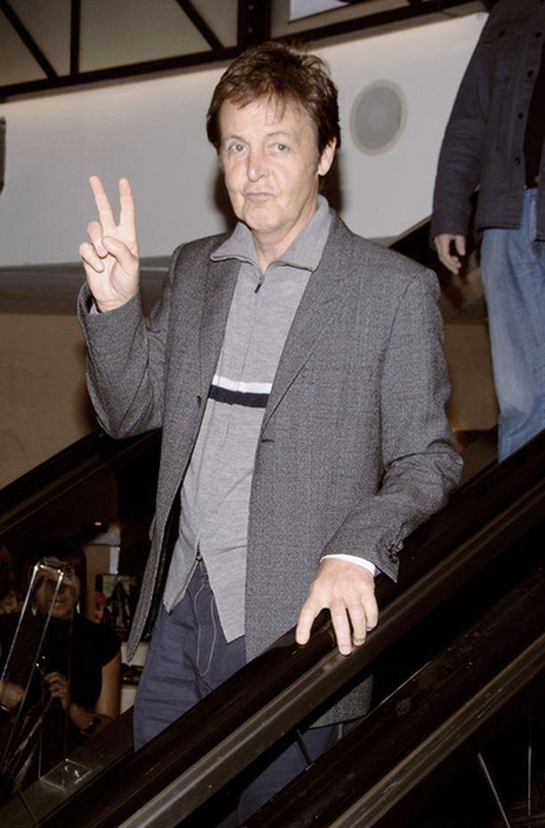 McCartney aikoo esittää Israelissa The Beatlesin hittejä.