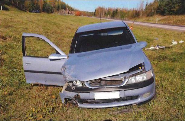 Nelostien puukottaja ajoi kolarin ennen auton suistumista viheriölle 2. lokakuuta 2016.
