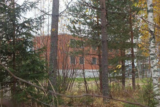 Kemijärven kunta myi Kallaan koulun venäläiselle liikenaiselle yhdellä eurolla vajaa vuosi sitten. 2600 neliön suuruiseen rakennukseen on luvattu perustaa turistikeskus lähivuosina.