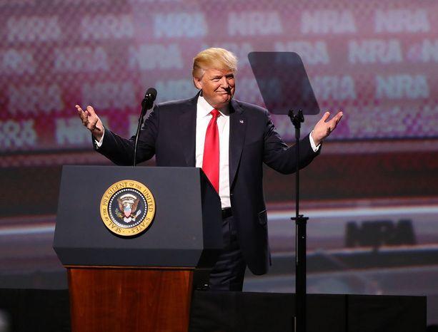 NRA tuki Donald Trumpia presidentiksi yli 30 miljoonalla dollarilla. Kuva NRA:n tilaisuudesta viime vuoden huhtikuulta.