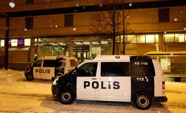 Keskiviikkoinen puukotus tapahtui Äärioikeisto Suomessa -kirjan esittelytilaisuudessa.