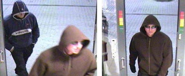 Poliisi julkaisi valvontakamerakuvia pakoon päässeestä kolmikosta Tampereen ryöstön jälkeen viime vuoden syyskuussa.