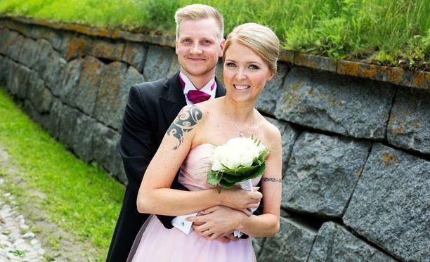 Miia Ezen meni naimisiin Ensitreffit alttarilla -sarjan ensimmäisellä kaudella Olli Laineen kanssa. Pari on jo eronnut.