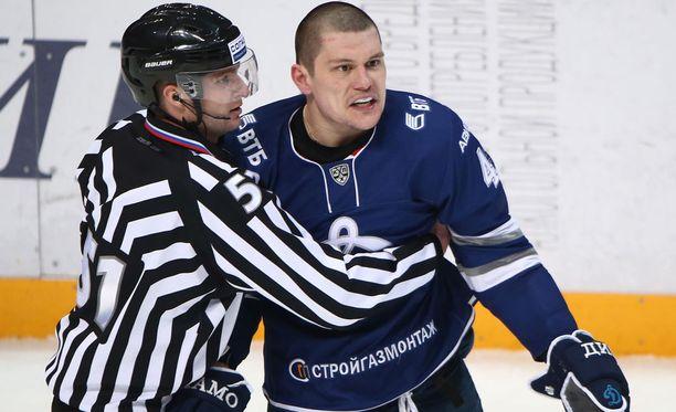 Dynamon Alexander Osipovin pää ei kestänyt tulossa olevaa tappiota ja kesälomaa.