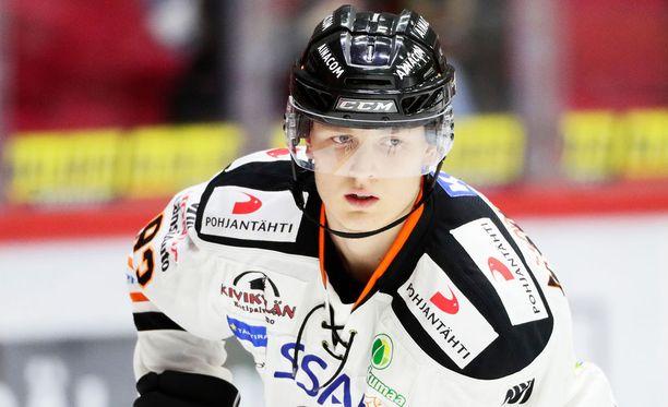 Kristian Vesalainen siirtyy Ruotsista HPK:hon.
