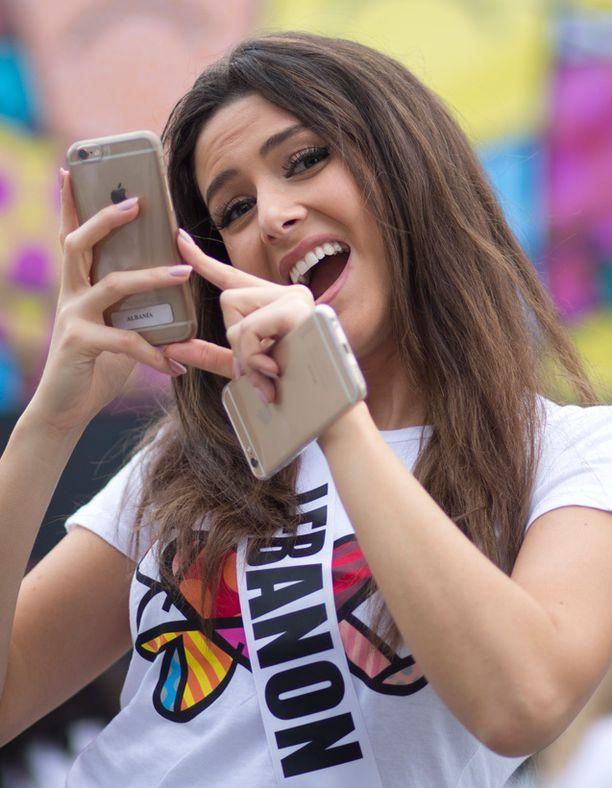 Instaaminen kuuluu myös Miss Libanon Saly Greigen mielipuuhiin.