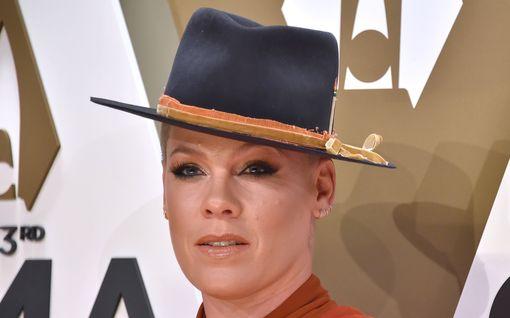 """Laulaja Pink paljastaa syyn kauneusleikkauksista kieltäytymiselle - rohkea päivitys aiheesta: """"En voi tukea sellaista"""""""