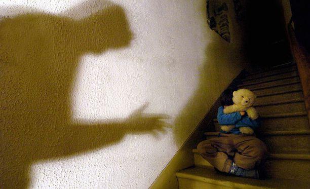 Lähetysseuran oppilaskodissa hyväksikäytettiin useampia lapsia kuin aiemmin on arveltu, paljastaa uusi kirja.