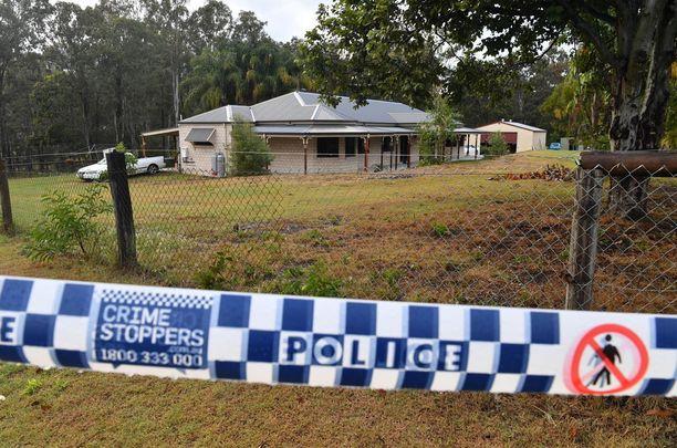 Poliisi teki tutkimuksiaan Buccanissa, Brisbanen eteläpuolella talossa, jossa uhri todennäköisesti murhattiin.