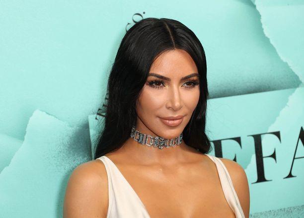 Kim Kardashian sai perheensä turvaan.