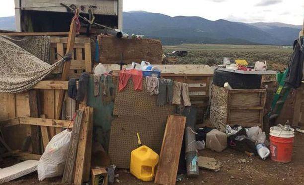 Pelastetut lapset olivat eläneet hökkelikylän leirissä ankeissa olosuhteissa.