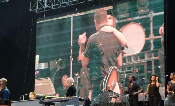 Springsteen kysyi lavalla Helinän vointia vaikeiden sairauksien jälkeen.
