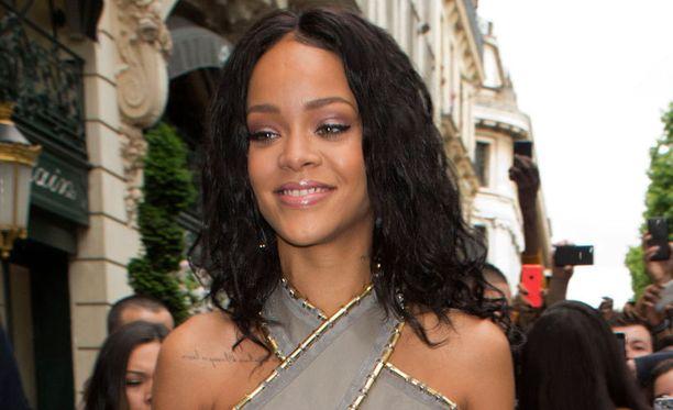 Poptähti Rihanna rikkoi MM-pokaalisääntöä.