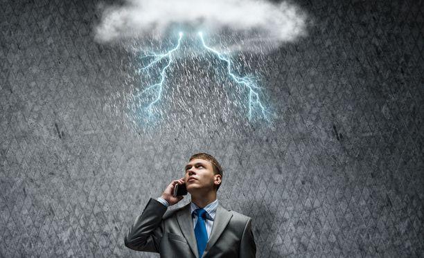 Kesäduunari-infon neuvontapuhelimesta kysellään usein, voiko työnantaja yksipuolisesti perua työvuoron esimerkiksi huonon sään vuoksi. Kuvituskuva.