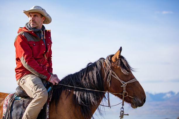 Niobe Thompson on itsekin hevosmies. Sarjassa hän pureutuu hevosen historiaan.