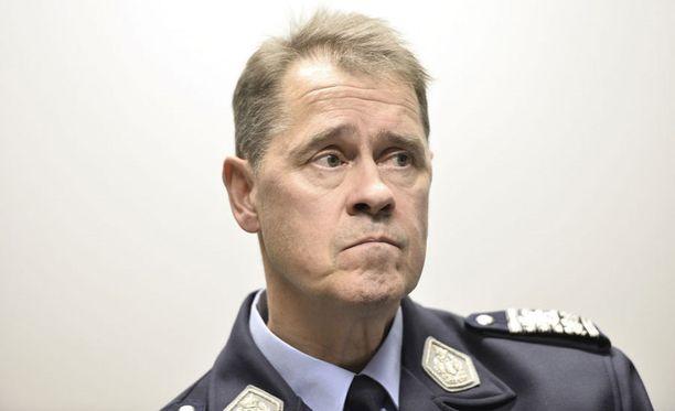 Poliisiylijohtaja Seppo Kolehmaisen mielestä väkivaltaisten ja avoimen rasististen järjestöjen toiminnalle ei pidä antaa sijaa.