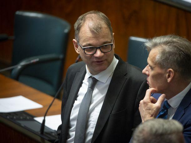 Ex-pääministeri Juha Sipilä (kesk) ei jäänyt tiistaina seuraamaan eduskunnan keskustelua hänen hallituksensa aktiivimallista.
