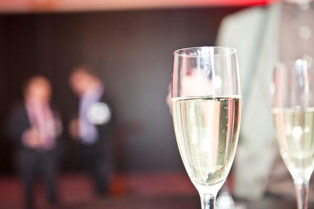 Alkoholiteollisuus vetosi Twitter-viesteissään eniten siihen, että alkoholipolitiikan liberalisointi lisää kotimaisen alkoholimyynnin tuomia tuottoja.
