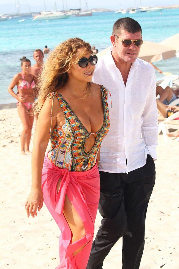 Mariah ja James näyttivät vastarakastuneilta lomaillessaan kesäkuun lopussa Espanjanssa.