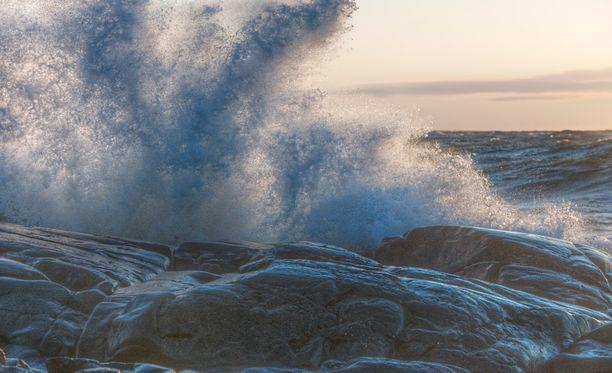 Myrskyvaroitus on voimassa Suomenlahden länsi-osassa, Pohjois-Itämerellä, Saaristomerellä, Selkämerellä ja Ahvenanmerellä. Kuvituskuva.